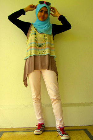 brown globalize top - white Temt top - pink Valleygirl jeans - green Equip acces