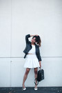 Black-h-m-jacket-black-thrifted-vintage-bag-white-cropped-dailylook-top