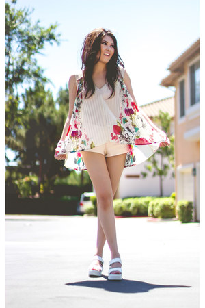hot pink pleated floral Costa Blanca top - light pink Zara shorts