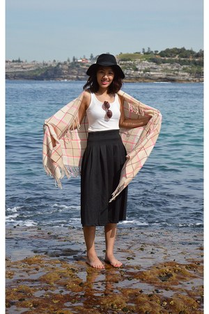black floppy hat H&M hat - beige checkered H&M scarf