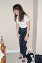 forever 21 t-shirt - Guess jeans - GoJane shoes - accessories