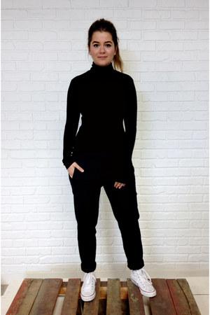black turtleneck Hayden top - black joggers Zara pants - white Converse sneakers