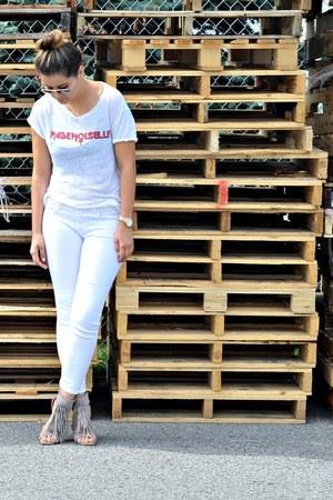 white skinny Uniqlo jeans - white linen Chrldr t-shirt