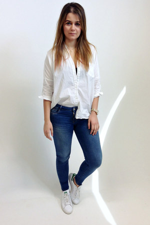 white oversized Mango shirt - navy skinny jeans Zara jeans