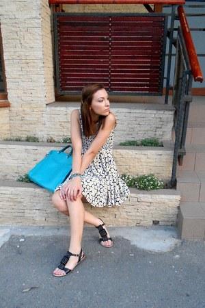 floral print dress - turquoise blue bag - black velvet sandals