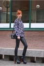 Navy-shirt-black-shoes-black-bag
