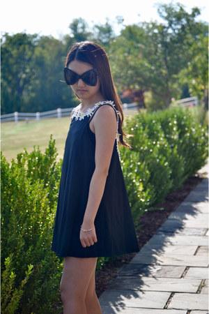 Dressgal dress - Dressgal sunglasses