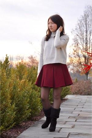 crimson Nordstrom skirt - off white American Eagle sweater