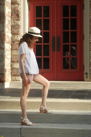 camel vintage hat - amethyst the gap shorts - white Michael Kors blouse