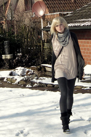 gray Zara cardigan - beige Zara top - silver H&amp;M scarf - black Akira boots