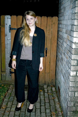 thrifted blazer - Old Navy pants - Old Navy t-shirt - DSW shoes - vintage access