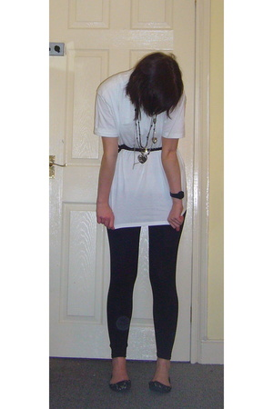 Primark t-shirt - Accesorize belt - Oasis necklace - Newlook pants - Primark sho