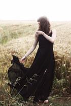 black cichic dress