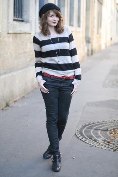 black H&M sweater