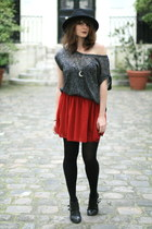ruby red American Apparel skirt - black headict hat