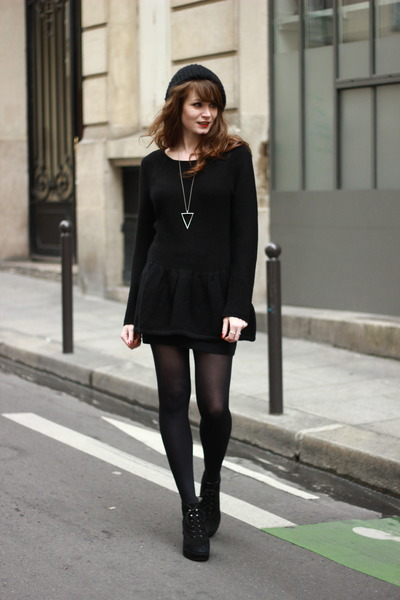 black La halle sweater