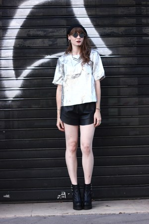 silver frontrow shop t-shirt - black Newlook boots - white komono glasses