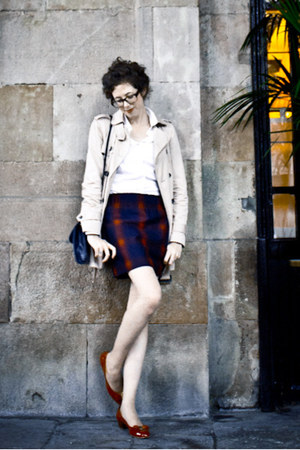 brick red Maje skirt - ruby red Salvatore Ferragamo shoes - beige Zara coat