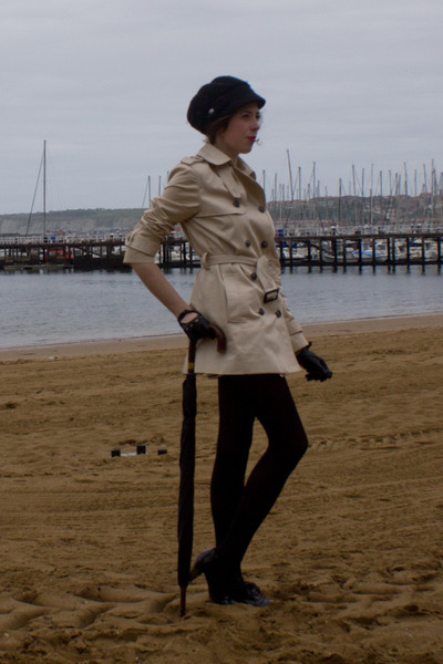 black camillas shoes - beige Zara coat - black Bimba&Lola hat - black vintage gl