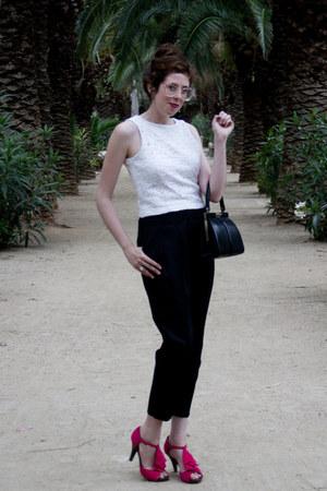 black vintage bag - white vintage top - hot pink unisa sandals