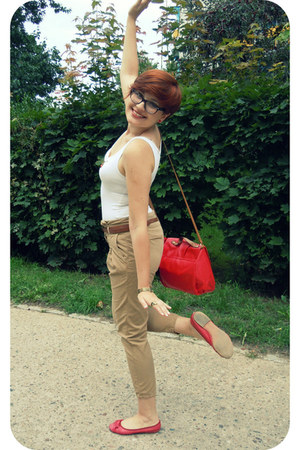 red H&M bag - white H&M top - beige Zara pants - red Veneziana flats