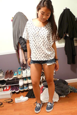 white f21 top - blue Vans shoes