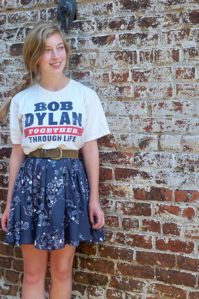51116e2a460 ... Tee Source · Beige Bob Dylan Concert Ts Shirts Blue H M Dresses Brown  Vintage