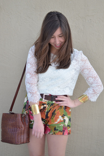 floral thrifted shorts - lace Forever 21 shirt - woven thrifted bag