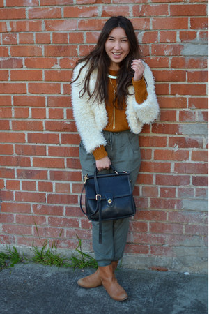 yeti 2020AVE jacket - Forever21 sweater - vintage coach bag