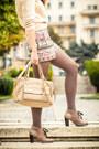 Otter-boots-h-m-sweater-musette-bag-zara-shorts