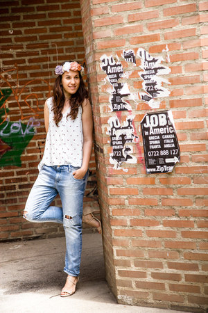 H&M top - ripped Zara jeans - Mango sandals - Zara hair accessory