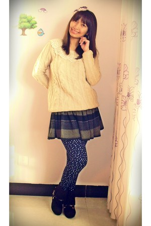 winter boots Daphne boots - peach Sanfu sweater - starry blue tights