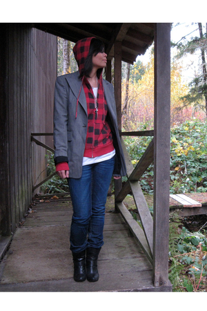 thrifted blazer - Urban Outfitters sweater - H&M t-shirt - True Religion jeans -