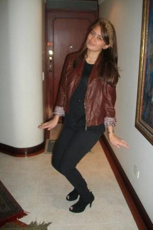 brown jacket - black sweater - black pants - black heels - leopard print accesso