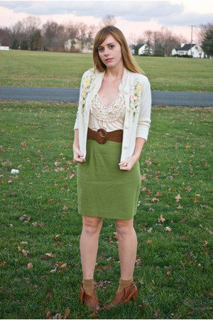 Urban Outfitters belt - vintage skirt - Forever 21 blouse - Aldo shoes - vintage