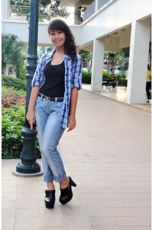 periwinkle denim Guess jeans - black Chanel bag - black Salvatore Ferragamo belt