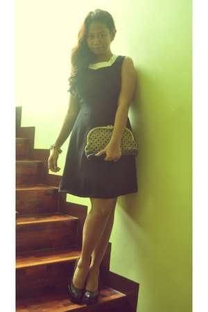 black shoes - navy dress - vintage purse