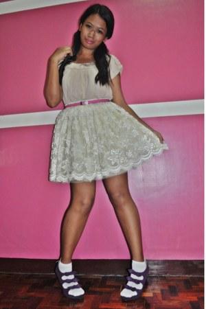 deep purple Trunkshow shoes - white socks - pink belt - off white thrifted skirt