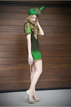 green Matthew Williamson dress - chartreuse Paola Vales tocados hat