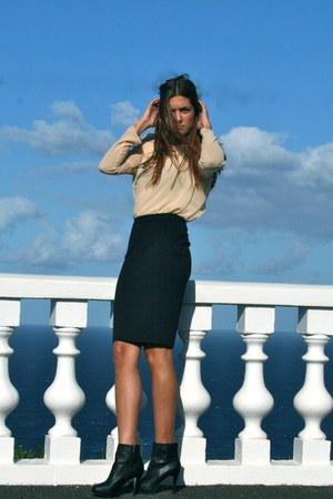 black Zara skirt - black Stradivarius boots - light pink Zara blouse