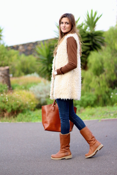 Panama Jack boots - Zara vest - Zara sweatshirt