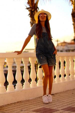 H&M jumper - Zara t-shirt - Adidas sneakers