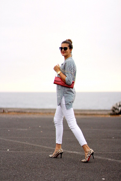 Pull-bear-jeans-walktrendy-shirt-guess-bag-chanel-sunglasses