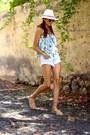 Zara-shorts-guess-sunglasses-mustang-flats-sheinside-top