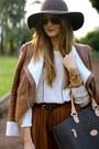 Bershka-boots-suiteblanco-hat-el-potro-bag-zara-skirt