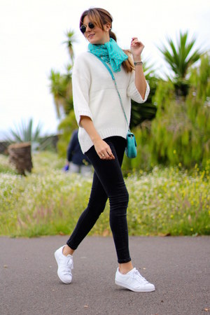 Mango sweater - Zara scarf - Ray Ban sunglasses - Adidas sneakers