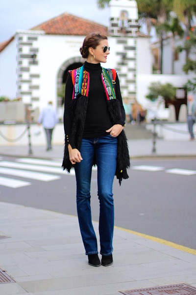 Zara boots - Stradivarius jeans - Zara sweater - Be Bohemian vest