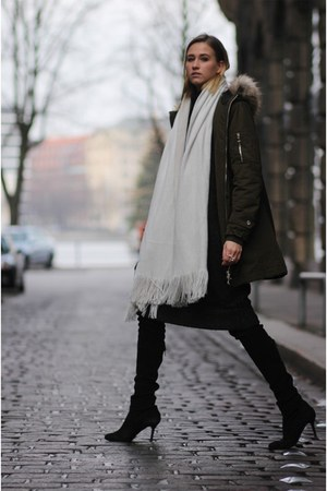 black Zara boots - forest green Zara coat - white Zara scarf