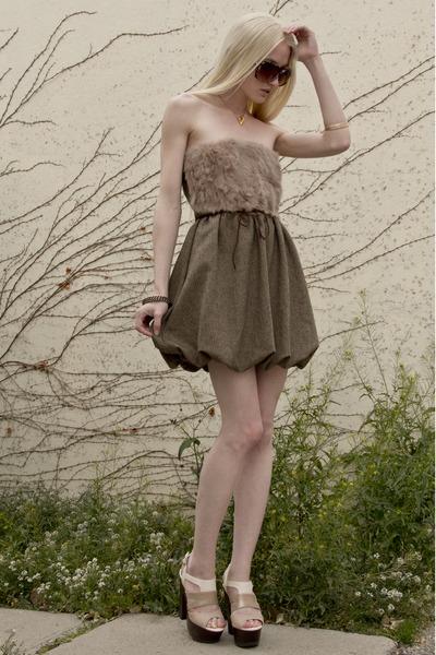 gold bird skull Emilie Thomas necklace - camel brown mini Sheinside dress