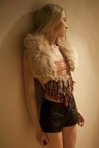 beige vintage scarf - black Forever 21 shorts - coral vintage top